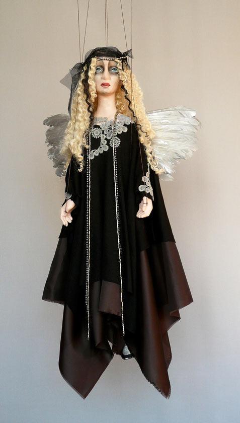 Schwarz Engel marionette